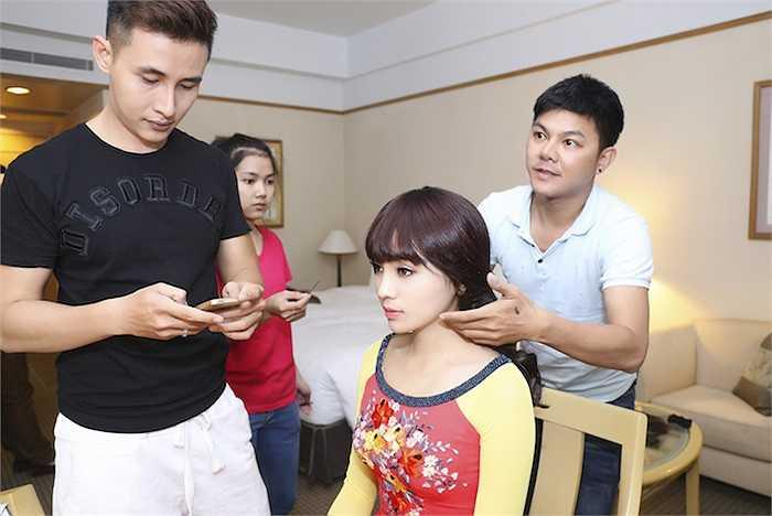 Ngay khi trở về từ sân bay, Hoa hậu Việt Nam 2014 đã được ê-kip chăm sóc vô cùng kỹ lưỡng,