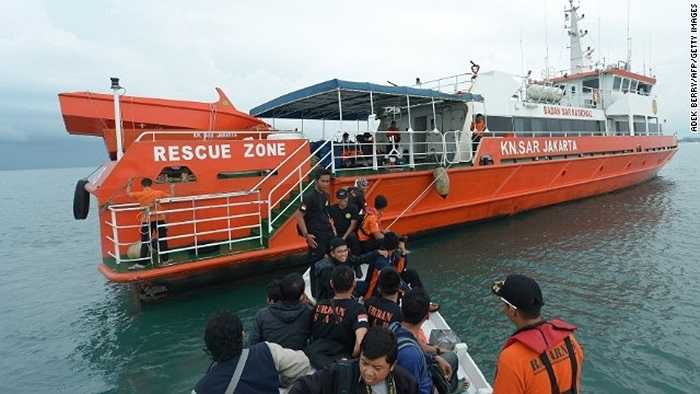 Lực lượng tìm kiếm cứu nạn chuẩn bị trước khi ra khơi