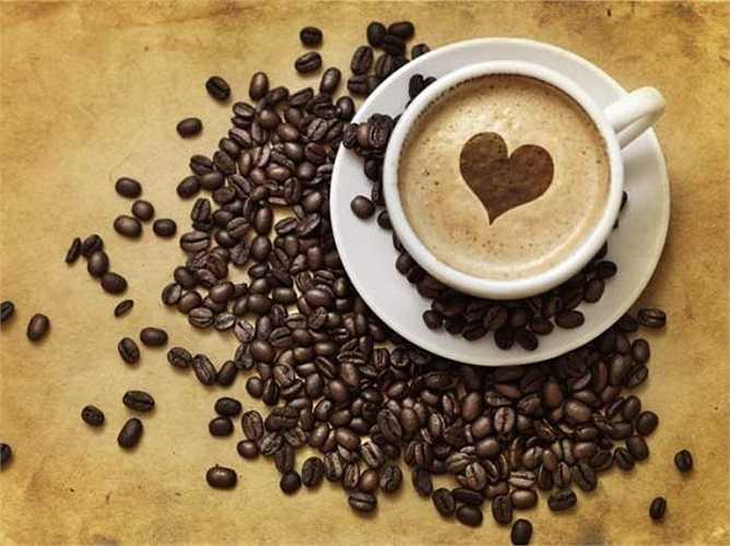11. Cà phê: Uống quá nhiều cà phê khi bao tử đang 'trống rỗng' sẽ gây ra tình trạng 'say' cà phê trong dạ dày và ruột, khiến toàn bộ hệ tiêu hóa đều cảm thấy khó chịu. Cà phê cũng là nguyên nhân của chứng ợ nóng hoặc trào ngược axit do chúng làm giãn nở phần cơ ở bên dưới của thực quản, tại điểm gặp nhau của thực quản và dạ dày.