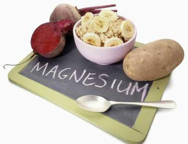 3. Thiếu magie: Không có magie, cơ thể bạn không thể tiêu hóa thức ăn một cách tốt nhất, vì nó kích hoạt các enzymes để cơ thể tiêu hóa và phân hủy thức ăn thành những mảnh nhỏ hơn để tạo ra năng lượng, đồng thời nó sản xuất và chuyển hóa năng lượng trong quá trình tiêu hóa.