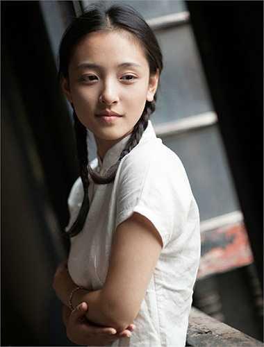 Năm 2011, Ngô Thiến giành giải Người đẹp ảnh trong cuộc thi chung kết người đẹp tỉnh Hồ Bắc. Nàng hoa khôi ĐH Vũ Hán trở nên nổi tiếng và được nhiều nam sinh mến mộ.