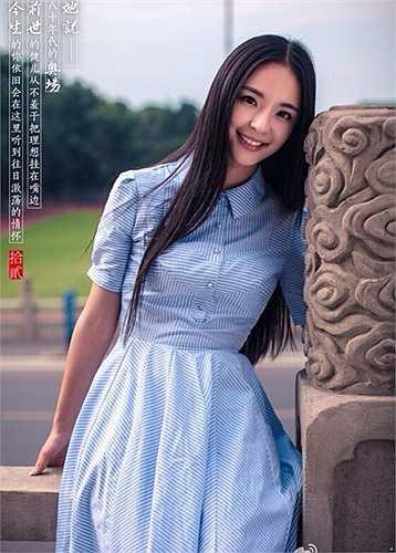Lý Sa Mân Tử, sinh năm 1993, đang học khoa phát thanh của Học viện Truyền thông thuộc ĐH Vũ Hán.