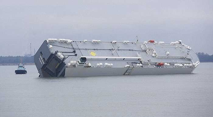 Thời điểm đó, công việc cứu hộ con tàu gặp nhiều khó khăn do một phần đáy tàu bị lún dưới cát và ngập trong nước biển. Thời tiết tại vùng gặp nạn đang diễn biến xấu đi với sức gió mạnh.