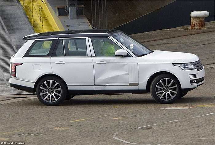 Chiếm đa số trên tàu là dòng xe Range Rovers, dòng SUV hạng sang khá thành công của hãng xe Anh quốc, với mức giá từ 35.000 - 50.000 bảng Anh mỗi chiếc. (Quốc Khánh)
