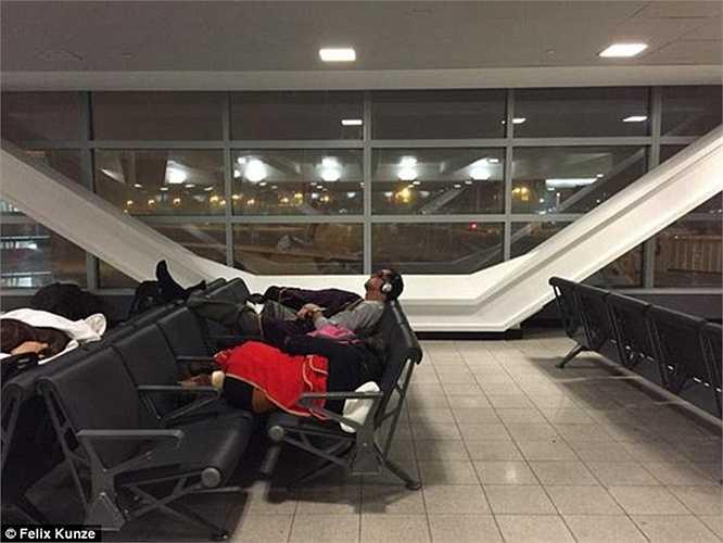 Sân bay Logan ở Boston cho biết, các chuyến bay không cất cánh sau 19h ngày 26/1.