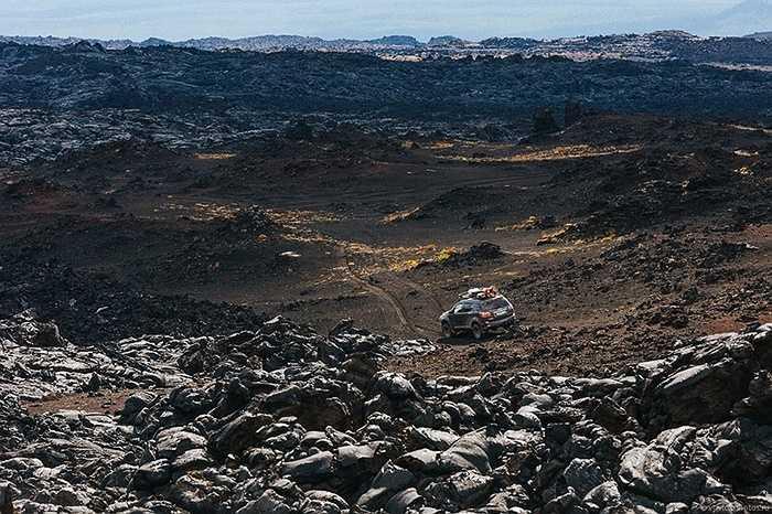 Các blogger và nhà thám hiểm thâm nhập lòng núi lửa Tolbachik vẫn đang hoạt động
