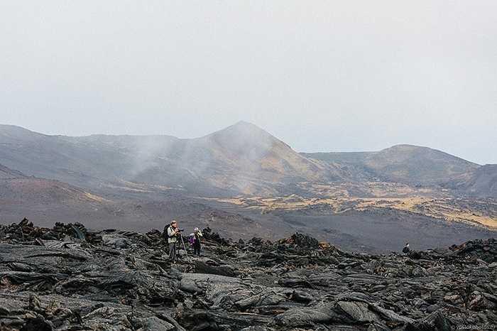 Nhiếp ảnh gia sáng tác từ bên trong miệng núi lửa Tolbachik