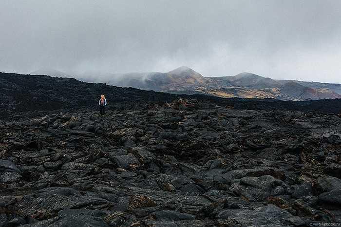 Bề mặt nham nhở của lòng núi lửa