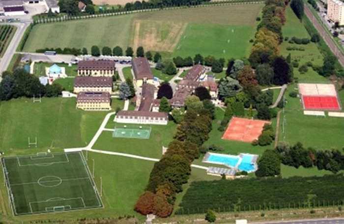 Trường Le Rosey (hay còn gọi là Viện Le Rosey) ở Thụy Sĩ, được sáng lập năm 1880, còn được gọi là 'Trường của vua chúa'