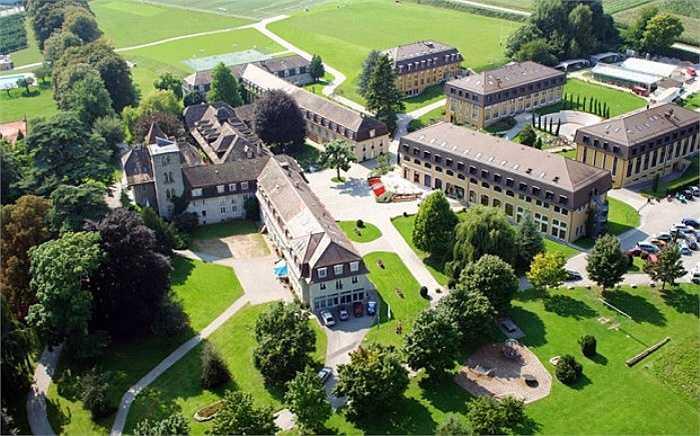 Mức học phí của trường khoảng 80.000 bảng/năm được xem là cao nhất thế giới hiện nay