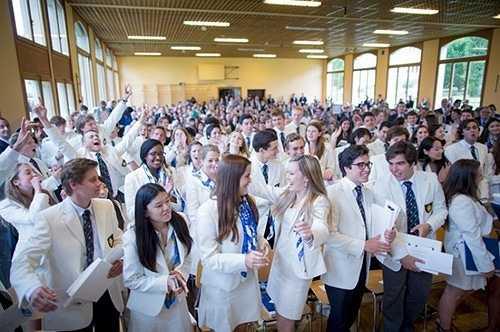 Sinh viên của trường rạng rỡ trong ngày tốt nghiệp
