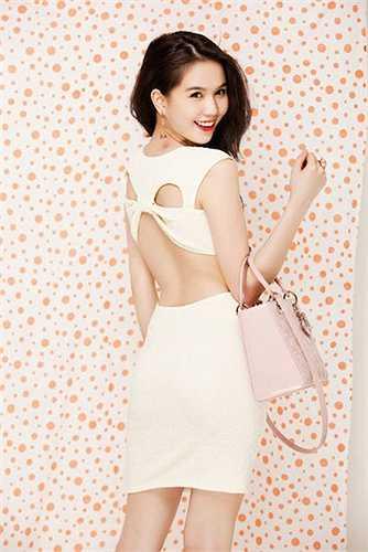 Ngọc Trinh sở hữu cả một bộ sưu tập quần áo cắt xẻ táo bạo.