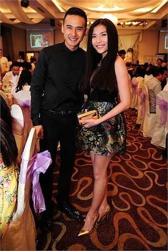 Cặp đôi Lương Thế Thành - Thúy Diễm chọn trang phục ton-sur-ton khi đồng hành cùng nhau.