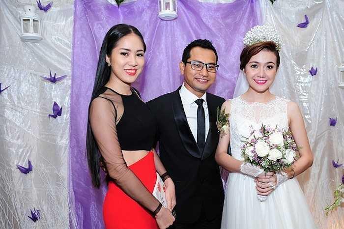 Lê Phương chụp hình kỷ niệm cùng vợ chồng Huỳnh Đông - Ái Châu.