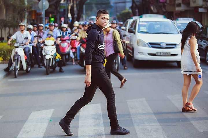 Biết được lợi thế của bản thân là sở hữu thân hình 6 múi, gợi cảm nhưng Vũ Tuấn Việt không muốn đi sâu vào khoe body