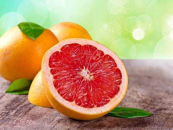 Bưởi: Bưởi rất giàu vitamin C, giúp ngăn ngừa sự hình thành các hợp chất nitơ gây ung thư. Vì vậy, ăn một quả bưởi mỗi ngày sẽ ngăn chặn ung thư đại tràng, bàng quang và ung thư vú.