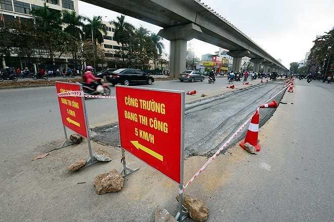 Sở Giao thông Vận tải đã có phương án trình thành phố, sau khi chặt hạ cây, phần dải phân cách giữa được san phẳng để tăng diện tích cho làn xe cơ giới.