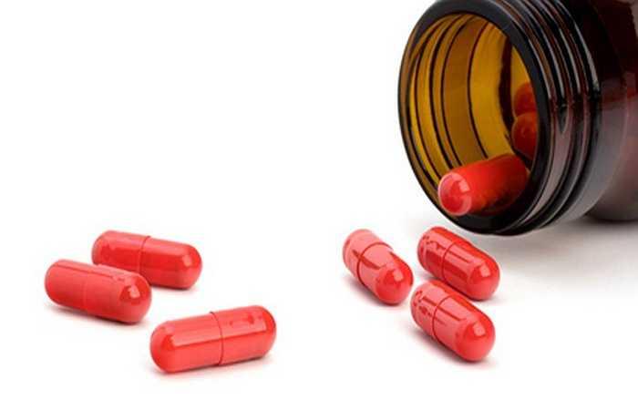 7. Dùng thuốc không theo chỉ dẫn: Thuốc kê theo toa, thuốc có thể sử dụng mà không cần chỉ dẫn của bác sĩ và những loại thuốc bất hợp pháp đều có thể mang đến rất nhiều tác dụng phụ nguy hiểm, đặc biệt nếu dùng quá liều. Những tác dụng phụ này bao gồm cả chứng loạn nhịp tim, gây ra đột tử.