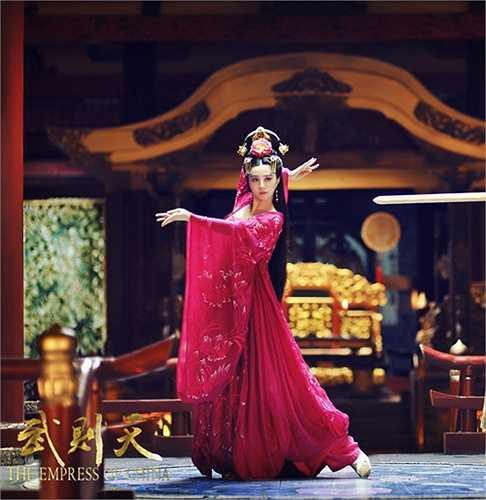 Phạm Băng Băng cho biết cô đầu tư mạnh vào khâu chuẩn bị trang phục vì muốn tái hiện lại cho mọi người thấy văn hóa đặc sắc của thời Đường.