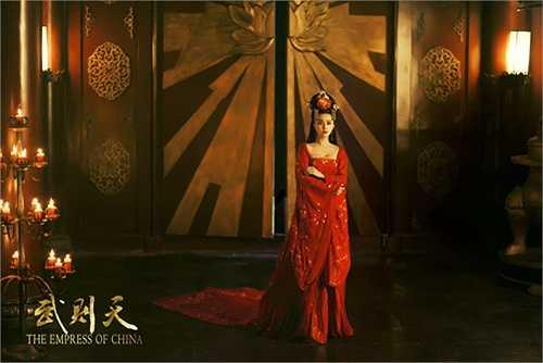 Cùng ngắm những bộ trang phục đẹp của Phạm Băng Băng:
