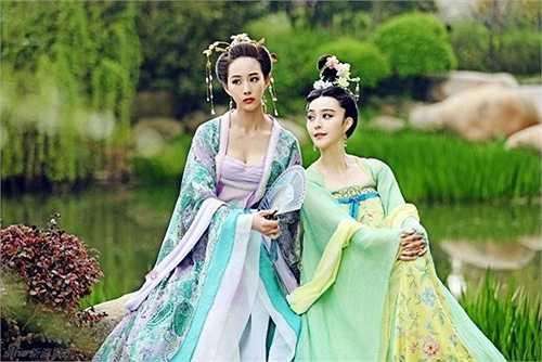 Hầu như tập nào nàng Võ Mỵ Nương cũng đổi trang phục từ  1 - 2 lần, kể cả khi mới chỉ ở cấp Tài nhân nhỏ nhoi. Tổng kết lại số váy áo nàng đã mặc cùng phải tới vài trăm bộ.