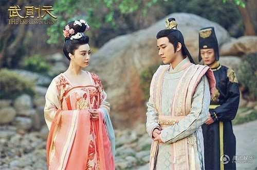 Khi lên Hoàng hậu, cách ăn vận của Võ Mỵ Nương bắt đầu thể hiện sự quyền uy nhưng vẫn rất nữ tính và duyên dáng.