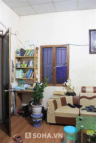 Gia đình Hán Văn Tình đã sống ở đây được hơn 2 năm. Chị Lan chia sẻ: 'Anh Tình được Nhà hát Tuồng phân cho 1 căn hộ tập thể, chúng tôi đã bán đi để mua 1 mảnh đất và dựng được căn nhà này!'