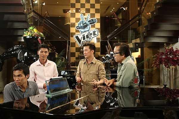Ở mùa đầu tiên của Giọng hát Việt, Mr Đàm cũng tự tin khi quyết định cho thí sinh tập luyện ngay tại trong căn biệt thự của mình