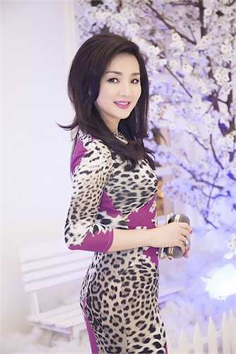 Trong sự kiện, cô nhận được nhiều lời khen ngợi về nhan sắc và gu thời trang.