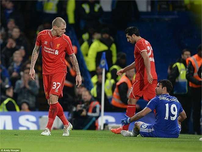 Trận đấu lúc này trở nên căng thẳng với những màn gây gổ giữa cầu thủ 2 đội.
