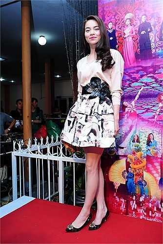 Nữ hoàng giải trí Hồ Ngọc Hà ăn mặc đơn giản, nhưng vẫn toát lên được sức hút mãnh liệt nhờ thần sắc rạng rỡ và tràn đầy sức sống.