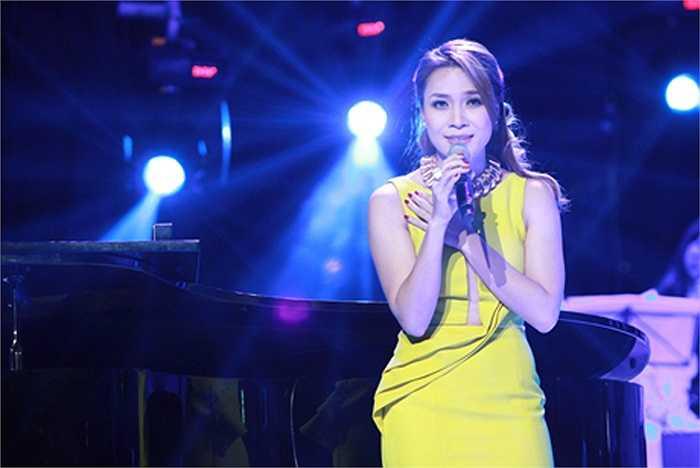 Trong đêm nhạc Ru tình, Mỹ Tâm đã hát sai lời, làm đảo lộn phần lời hát của ca khúc Hạ trắng.