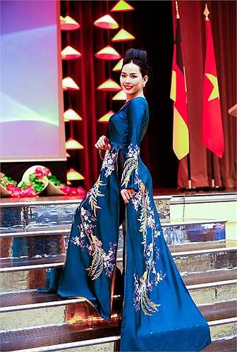 NTK Lan Hương đã nhận lời mời của bà đại sứ đặc mệnh toàn quyền - tiến sĩ Nguyễn Thị Hoàng Anh để đến với nước Cộng hòa liên bang Đức tham gia lễ kỷ niệm 40 năm thiết lập quan hệ ngoại giao Việt Nam và Cộng hòa liên bang Đức.