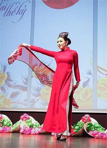 Lễ khai mạc năm Việt Nam tại Đức đã được tổ chức rất long trọng tại thành phố Berlin, tà áo dài Việt Nam là sứ giả cho đêm khai mạc kết nối nhịp cầu văn hóa giữa hai nước.