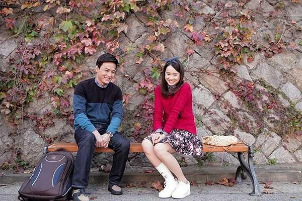 Trong chuyến du học tại Hàn Quốc, Linh quen biết và rơi vào chuyện tình tay ba đầy thú vị với 2 anh chàng là Junsu (Kang Tae Oh đóng) và Khánh (Hồng Đăng đóng). Sống nhí nhảnh, hay cười hay nói nhưng Linh lại cô gái rất tình cảm, hay quan tâm đến mọi người xung quanh. Đây chính là những yếu tố khiến 2 chàng mỹ nam 'chết mê chết mệt' cô nàng.