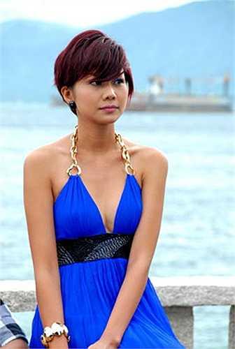 Để cứu lấy cơ nghiệp đang đứng trên bờ vực phá sản, cô chủ Thanh Lam đã rất bản lĩnh khi lên kế hoạch tổ chức 1 liveshow ca nhạc hoành tráng. Nhân vật Thanh Lam được giao cho Thanh Hằng là một lựa chọn hợp lý của đạo diễn 'Dũng Khùng'. Với vai diễn này, nàng siêu mẫu đã thể hiện đầy đủ các kỹ năng như nhảy múa, ca hát, khoe chân dài và thân hình gợi cảm trong phim.