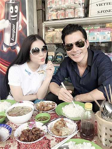 Lý Nhã Kỳ cùng Trần Bảo Sơn đi ăn ở một quán cơm bình dân gần đây.