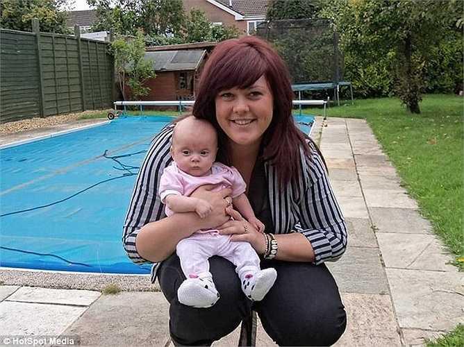 Sau khi sinh, Amy nặng 145kg, Amy đã bị rất nhiều người gọi cô là 'cá voi'.