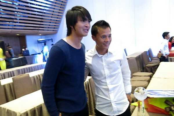 Tiền vệ Tuấn Anh và Phạm Thành Lương. (Ảnh: TN0)