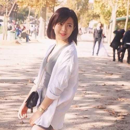 Cô bạn có sở thích ghi lại khoảnh khắc tại mảnh đất Paris nơi mình đang theo học.