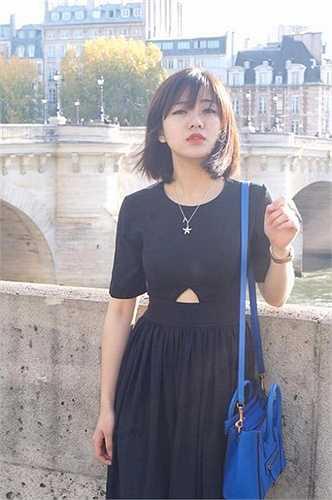 Nữ du học sinh xinh xắn này được nhiều bạn trẻ biết đến và yêu thích qua những bức hình toát lên vẻ đẹp tinh khôi, trong sáng.