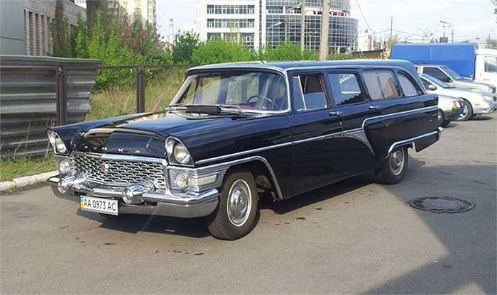 Sau khi phục chế lại động cơ và thân vỏ, chiếc xe lấy lại được dáng vẻ oai vệ vốn có từ khi ra đời những năm 1960, thời kỳ hoàng kim của nền công nghiệp ô tô Liên bang Xô Viết.