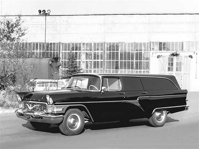 Mẫu xe Chaika thường được sử dụng bởi KGB (Uỷ ban An ninh Xô viết). Trong tâm trí người Nga thời đó, hình ảnh chiếc xe này dường như là biểu tượng của quyền lực tuyệt đối.