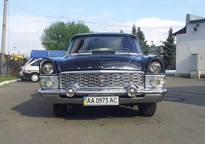Chaika trở thành chiếc xe Nga đầu tiên trang bị động cơ V8 cực kỳ mạnh mẽ, dung tích 5,5 lít, cho công suất 220 mã lực và tốc độ cực đại 175km/h. Chiếc xe dài 6m và nặng 2,6 tấn.
