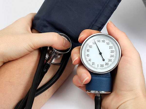 Giảm huyết áp: Hầu hết nam giới bị huyết áp cao. Tuy nhiên, 'yêu' thường xuyên rất tốt cho sức khỏe nam giới vì nó giúp giảm huyết áp và kiểm soát được huyết áp, từ đó giảm nguy cơ mắc bệnh tim.