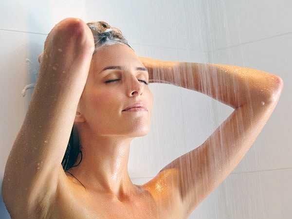 Tắm vòi hoa sen: Tắm vòi hoa sen cũng có thể giúp bạn xua tan mọi căng thẳng. Tắm nước nóng sẽ làm cho bạn ngủ ngon giấc hơn và việc tráng người bằng nước lạnh sau khi tắm nước nóng sẽ giúp tăng cường sinh lực cho mọi tế bào trong cơ thể.