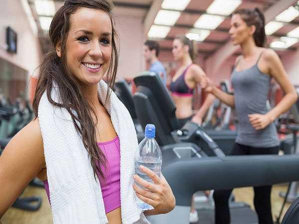 Tập Gym: Tập thể dục sau một ngày dài mệt mỏi sẽ giúp tâm trạng thoải mái và thư giãn các cơ bắp mệt mỏi.