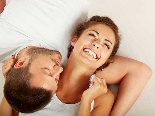 Ở cạnh người yêu thương: Cảm giác ấm áp khi ở cạnh người mình yêu là một trong những cách hoàn hảo nhất để giảm stress sau một ngày dài căng thẳng và mệt mỏi.