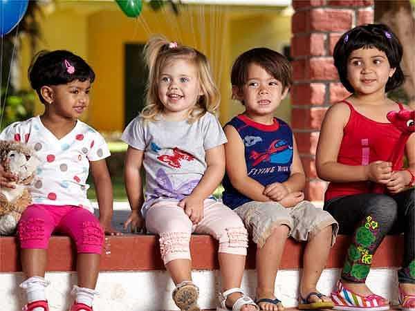 Chăm sóc con cái: Dành thời gian để quan tâm và chăm sóc những đứa trẻ của mình sẽ giúp bạn vơi đi căng thẳng và áp lực trong công việc rất hiệu quả.