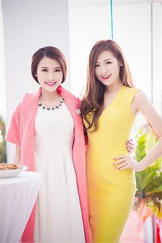 Cùng xuất hiện tại một sự kiện, Á hậu Tú Anh khoe vẻ nõn nà đọ sắc với thí sinh có làn da đẹp nhất Hoa hậu Việt Nam 2014 Thanh Tú.